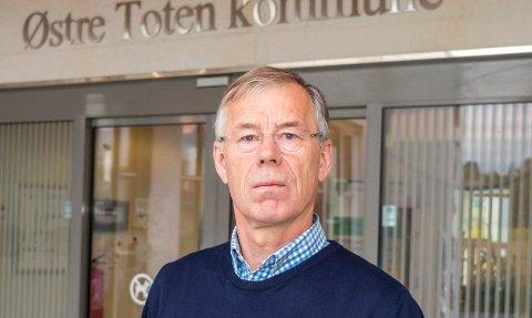 KOMPLISERT: - Forsikringsoppgjøret etter brannen på Skreia er det mest kompliserte økonomiske oppgjøret jeg har vært borte i i mine 12 år i kommunen, sier økonomisjef og for tiden konstituert kommunedirektør Ivar Dahl.