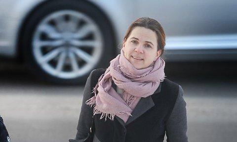VEI: - Jegkjennermeg ikke igjen i beskrivelsen av atAkershusfylkeskommune ikke tar ansvar forinvesteringeri fylkesveier i Ski, sier Solvei Schytz (V).