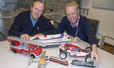 Modellmesse: Pert (t.v.) og Morten Aksnes i Larvik Modelljernbaneklubb lover mye interessant på modell- og hobbymessen i Farrishallen i helgen. Foto: Svend E. Hansen