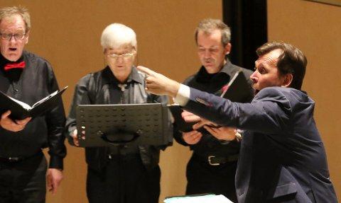 KJEMPESTART: Andrey Mirgorodskiy er en engasjert kantor og dirigent.