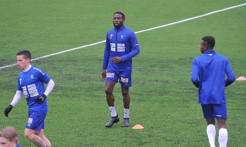 TAR NY SESONG: Simo Mbonkwi har vært solid for Nybergsund denne sesongen. Nå har 27-åringen signert ny ettårskontrakt med klubben.