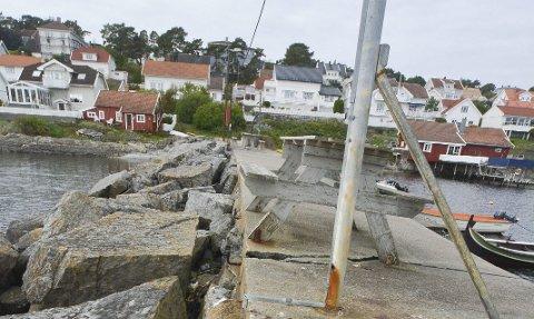 Den mildt sagt slitne steinmoloen i Langesund er til salgs. Kystverket skal ha 180.000 for den viss kommunen vil kjøpe den.