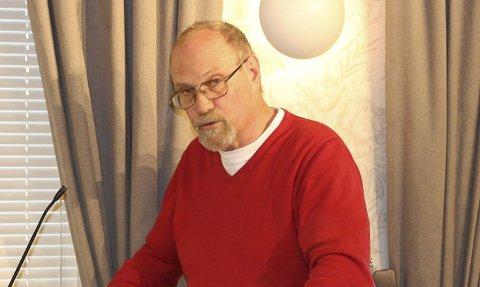 STILLER SPØRSMÅL: Ole Roger Dyrkorn (Rødt).
