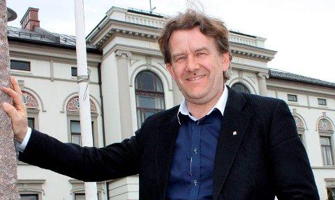 NY SAK: Næringssjef Øyvind Solbakken legger fram saken.