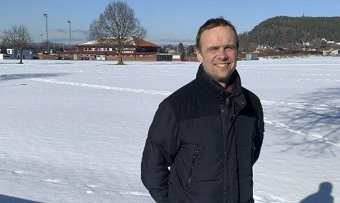 FRONTER: Utvalgsleder Anders Rambekk (KrF) var med å stanse videre arbeid med friidrettshall etter at forstudien var ferdig. Nå mener han det passer mye bedre, siden Kjølnesparken er ferdig. – Jeg skal gå i front for å involvere nærliggende kommuner som vil være med.