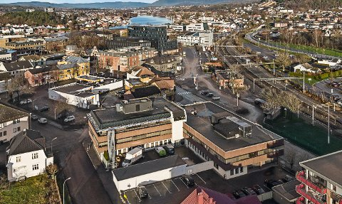 SELGES: Jernbanegata 15, som Porsgrunn Utvikling har eid siden 2016.