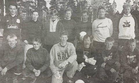 STATHELLE-96: Stathelles spillerstall i -96-sesongen. Spillere som Sten Inge Polland, Torbjørn Jensen og flere er ikke med på dette bildet, men på plass når det gjelder.