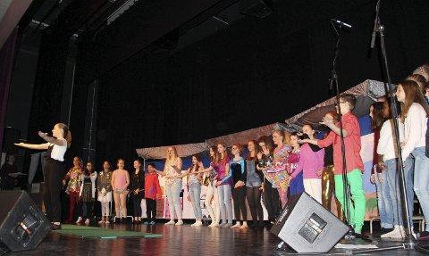 Mamma Mia: Elevene fra mellomtrinnet på Bergenhus skole sto bak forestillingen Mamma Mia. Alle foto: Beate Sloreby