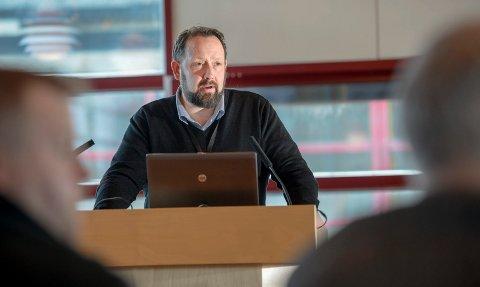 Jarl Stian Johansson mener Helgeland Invest gir for høyt utbytte til sine eiere, på bekostning av å bruke deler av kapitalen til å skape utvikling på Helgeland.