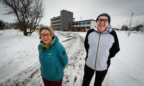 – Vi mener tida er inne til å kalle opp en plass, ei gate eller et sted etter Hanna Kvanmo, og reise en byste av henne i den forbindelse, sier Marit Tennfjord og Ernly Eriksen på vegne av SV i Rana.