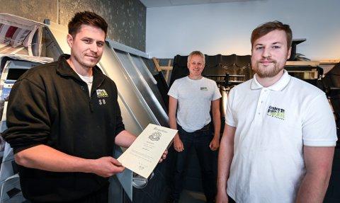På to år har Gruben Blikk gått fra å ha én mester, til fire mestere og en ingeniør. F.v. Sebastian Bratt (32), Svein Gullesen (57) og Kristian Gullesen (26).