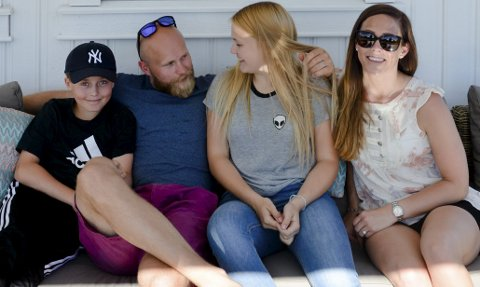 Endelig samlet igjen: Familien Thoresen er endelig samlet på Hamar igjen. Fra venstre Fabian, Patrick, Mathilde og Monica Thoresen.Foto: Petter Sand