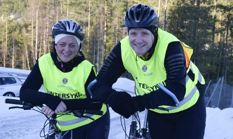 Vintersyklistene Anne-Hilde Tangen og Einar Torp blir glade for de små ting, som at sykkelveier er brøytet om morgenen. De synes at brøyterne er ganske flinke til å holde veiene åpne. Etter store snøfall skjønner de at brøytingen kan ta lengre tid.