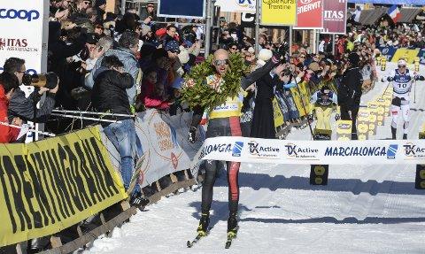 Her tar Tord Asle Gjerdalen sin tredje strake seier i Marcialonga. Søndag går han for seier nummer fire.