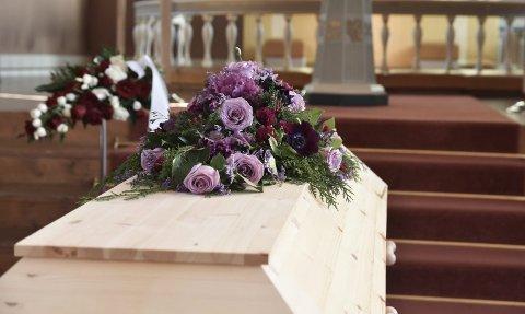 """Få møtte opp i """"Julians"""" begravelse."""