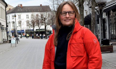 MELDER OM NYE SMITTETILFELLER: Kommuneoverlege Karin Møller.
