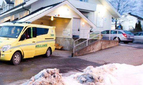 FIKK UØNSKET BESØK: Ambulansen ved Jessheim legevakt. Foto: Lisbeth Lund Andresen