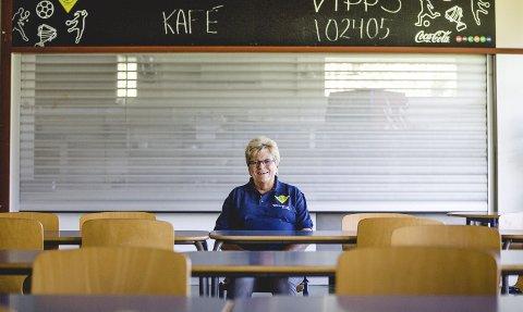 Ekte lidenskap: Gunne Gustavsen har siden slutten av 1970-tallet jobbet som frivillig i Fjellhammer idrettslag. Selv etter et tosifret antall dugnadstimer i hallen en helgedag gleder ildsjelen seg til å gå løs på nye oppgaver dagen etter. Foto: Mike Hillingseter