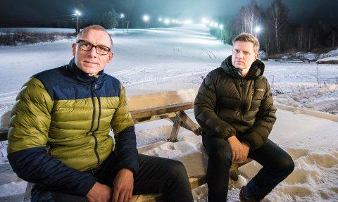 ÅPNER IKKE: Nestleder Espen Haldorsen og styreleder Roger Axelsen i avviklingsstyret til stiftelsen Nannestad skisenter skal sammen med kommunen finne en løsning for framtida til skisenteret. FOTO: VIDAR SANDNES