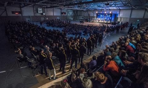 NY STORSTUE: Fet Arena sto klar i 2017 og åpningen av flerbrukshallen, den andre i kommunen, var godt besøkt. I Lillestrøm kommune vil den nye idrettshallen være én av totalt 12 ved kommunesammenslåingen i 2020. FOTO: VIDAR SANDNES
