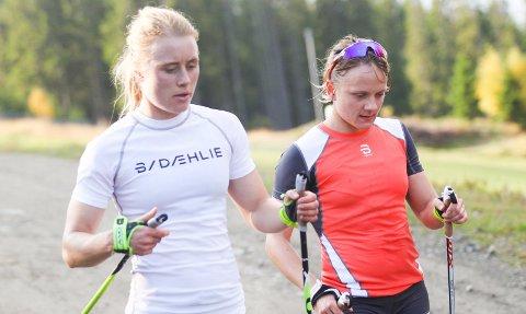 TRENER MOT EN NY SESONG: Ragnhild Haga (t.v.) og Maiken Caspersen Falla ble begge sjokkert da de fikk beskjeden om at Sondre Turvoll Fossli hadde fått hjertestans. De priser seg lykkelig for at det gikk bra med landslagskollegaen. FOTO: NTB SCANPIX