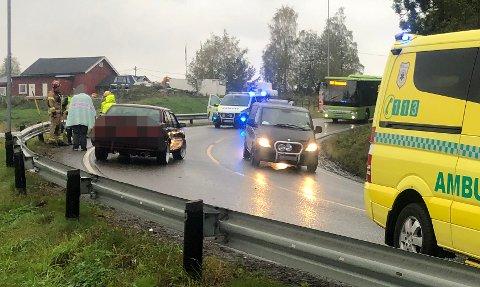 I FEIL KJØRERETNING: To biler kolliderte på Haldenveien i Sørum fredag ettermiddag.