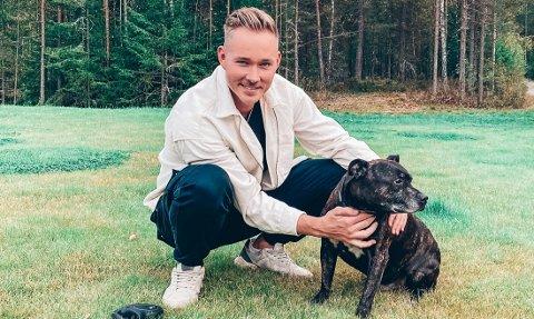 LYKKELIG SLUTT: Hunden Mios eskapader onsdag fikk en lykkelig slutt. Eier Aleksander Sether lette etter hunden i sju timer før han ble funnet - i nabohuset.