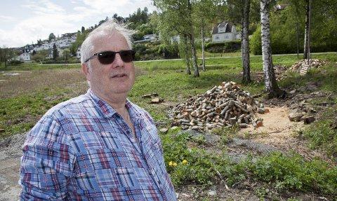 ULOVLIG: Torger Ugstad tror det vil ta mange år før de mange fugle- og insektartene som lever rundt Øra, vil få trygge leveforhold igjen etter den ulovlige hogsten.Alle foto: Henning A. Jønholdt