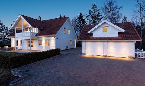 SOLGT: Baarsrudveien 8 på Nærsnes ble solgt for 8,6 millioner kroner.