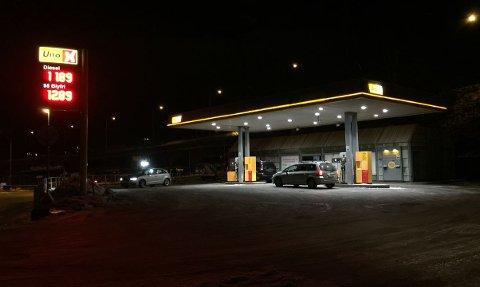 BILLIGST: UnoX ved Farriseidet i Larvik vinner vår pristest med 12.89 for bensin og 11.89 for diesel.