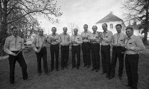 Bildet er tatt 2. april 1982. Fra venstre: Rolf Halvorsen, Einar A. Kleppan, Odd Braa, Per R. Pedersen, Einar Melsom, Leif Andersen, Kjell T. Råstad, Gunnar Sørensen, Kjell Sørensen, og Kåre Kruge.