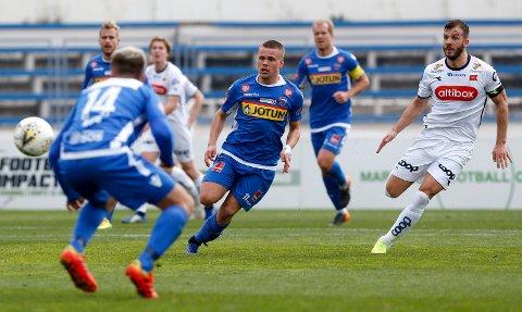 POSITIV: Tobias SVendsen er lånt fra Molde denne sesongen. Unggutten hadde noen forsøk på mål og var god i sin midtbanerolle.