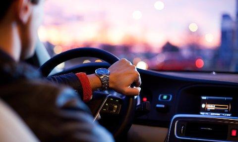 HISSIGE: Det er de yngste sjåførene som stresser mest bak rattet, viser en ny undersøkelse.