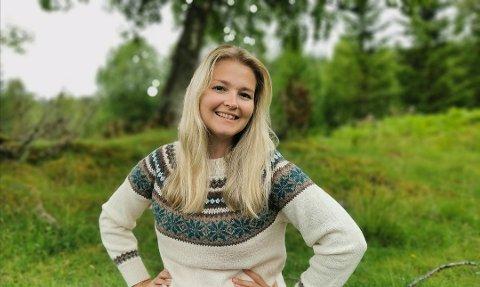 PENDLER: Miriam Røseth Paulsen må pendle, fordi kommunen ikke har nok jobber innenfor det hun er utdannet som.
