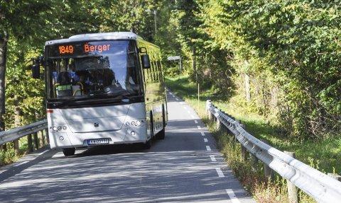 SKOLESKYSS: Kommunestyret ber Brakar om å utrede alternativ bussholdeplass til Strandveien, siden den kuttes. Illustrasjonsfoto