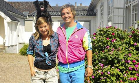 Kjærester: Stina Kopra fikk med seg kjæresten Victor Rubilar til Porsgrunn. Hunden er bare med på lasset.foto: anne lill w. aas