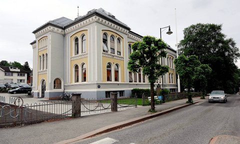 VIL SELGE: Telemark fylkeskommune innstiller på å selge Brekkeby videregående skole for 15,1 millioner kr til Kristiania Eiendom. Fylkesutvalget behandler saken i møtet 15. februar.
