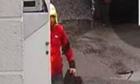 FILMET: Her fanget overvåkingskameraet opp den frekke tyven på ambulansestasjonen i Bamble.