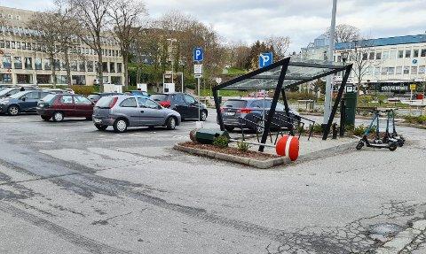 «Innkjøring forbudt»-skiltet er tatt ned i løpet av helga. Men det er ikke en planlagt handling fra kommunens side.
