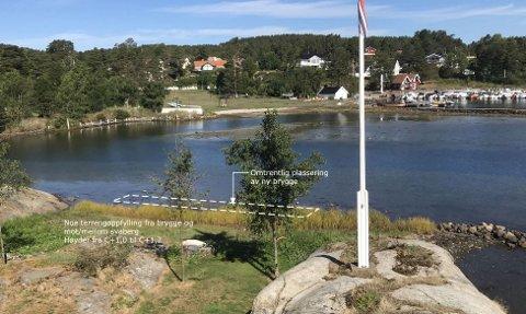 SA JA TIL BRYGGA: Ny plassering av brygga i Holtekjærstranda 80 ble godkjent av hovedutvalget i august med seks mot fem stemmer. Fylkesmannen har påklaget vedtaket. Behandling av Fylkesmannens klage ble utsatt for ny befaring.