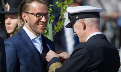 Fekk medalje: Håvard Bratvold Bakken fekk på 8. mai Forsvarerts innsatsmedalje med rosett.