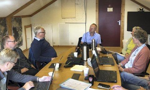 Øystre Slidre formannskap: Magne Egil Mjøs (f.v.), Odd Erik Holden, Kjell Berge Melbybråten, Hanne Svendsen og Marit Synnøve Opheim Østli.