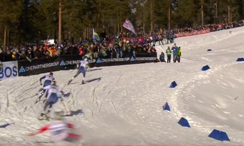 På rumpa: Mari Eide falt i kvartfinalen under verdenscupsprinten i Falun.