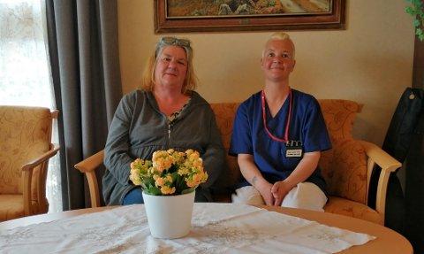 ØNSKER UNGDOM VELKOMMEN: Leder for Vangsheimen, Joanke Tito til venstre, og en av deltakerne i pilotprosjektet, helsefagarbeider Hege Havro Lunner.