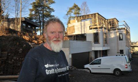 MODERNE:Tom Andersen (61) og kona er om ikke lenge klare til å flytte inn i selvbygd funkishus på Likollen.