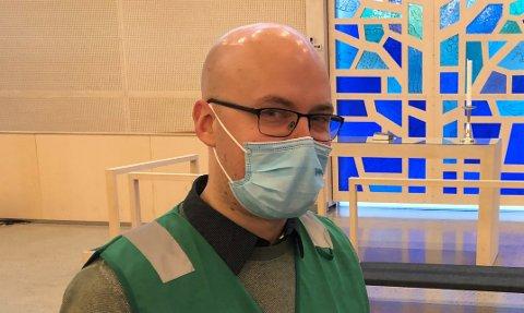 VAKSINEANSVARLIG:Kommunelege Gudmund Myhren får stadig flere vaksiner, men antallet nyvaksineringer har i mai bremset kraftig opp.