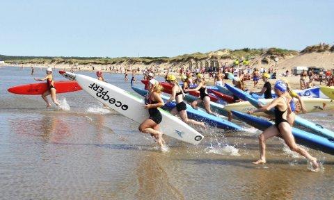 Board race: Hvis du stiller på Hellvikstranda lørdag, kan du få prøve deg på Board Race. Begge foto; Privat