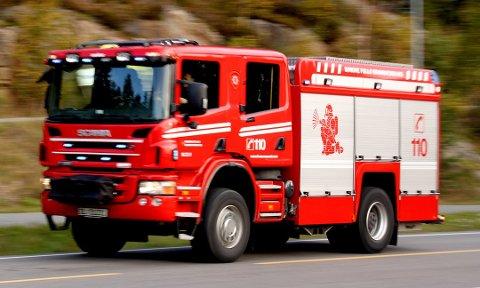 Brannvesenet har tirsdag morgen rykket ut til en pipebrann på Nesodden.