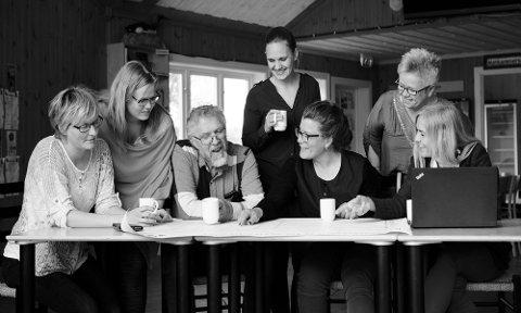 FEIRER 30 ÅR: Rådhuset Vingelen fyller 30 år, og feirer torsdag 13. juni.Fra venstre:  Hege Hovd, Kari R. Granlund, Audun Holte, Nina Løkken, Gunhild Nyaas, Hedvig Rognerud og Linda M. Ramberg.