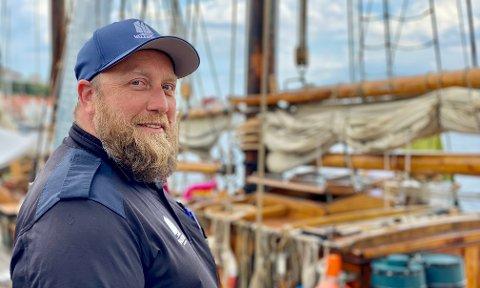 Stuert Henning Ytterstad er fornøyd. Han har et kostøre fordums skippere ville misunnet sterkt. – Vi har toretters middag og varm lunsj hver dag, forteller han.